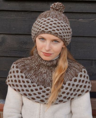 QT Hat & Cowl Knitting Kit Gift Set