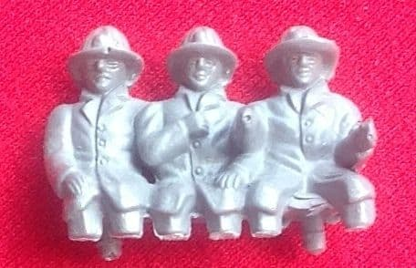 CORGI TOYS 1143 - Reproduction - La France firemen for cab (3 men) [ UNPAINTED RESIN ]